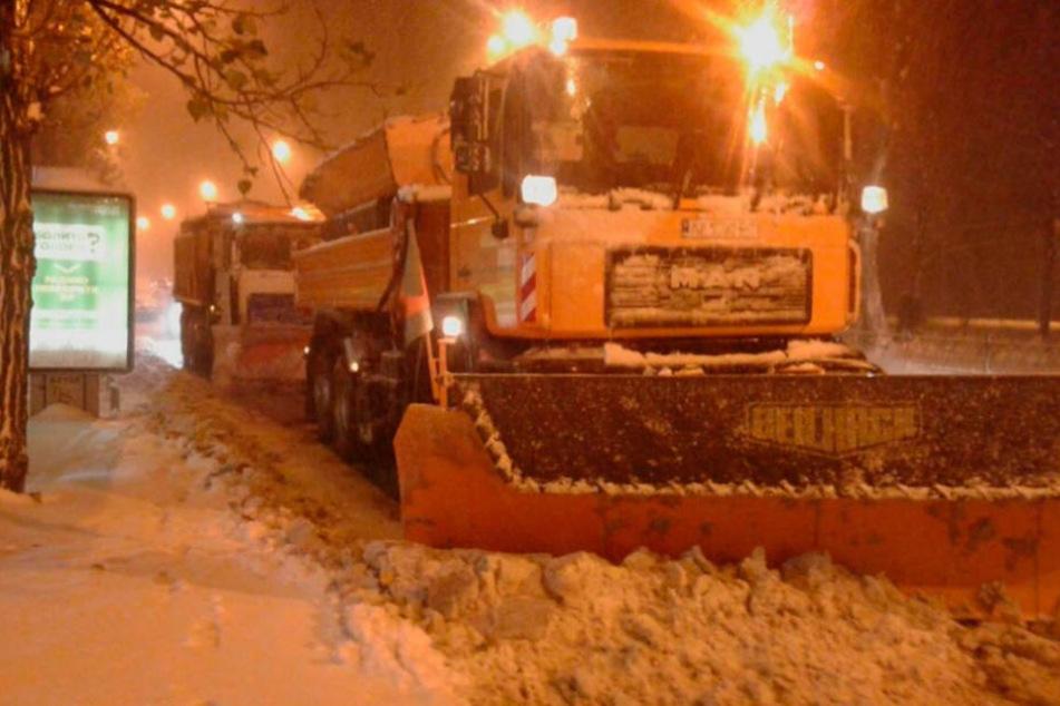 In Sachsen hatten die drei Schneepflüge ausgedient - jetzt sind sie in Kiew im Dienst.