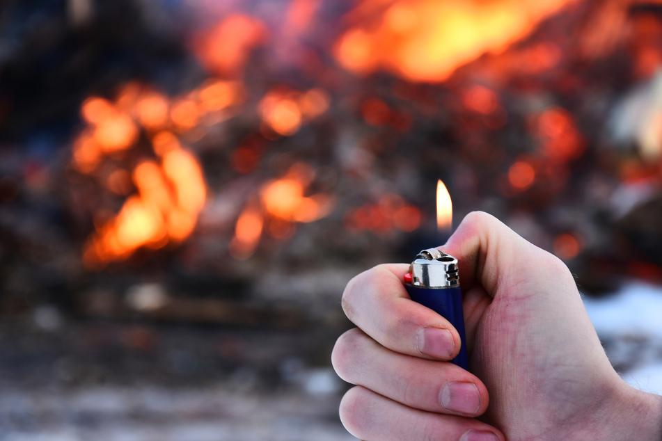 War es Brandstiftung? Nach Großbrand in Holzhandlung ermittelt nun Kriminalpolizei