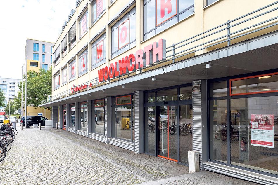 In die ehemalige Pfennigpfeiffer-Filiale an der Wallstraße zieht Woolworth ein.