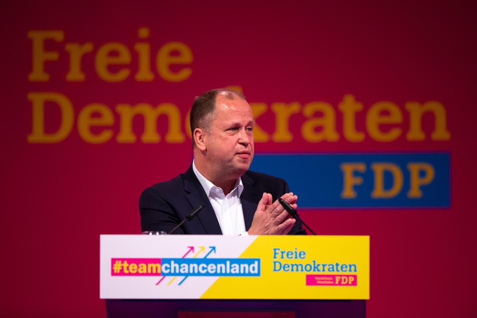Joachim Stamp (50), Landesvorsitzender der nordrhein-westfälischen FDP, spricht in den Westfalenhallen auf der Landeswahlversammlung.