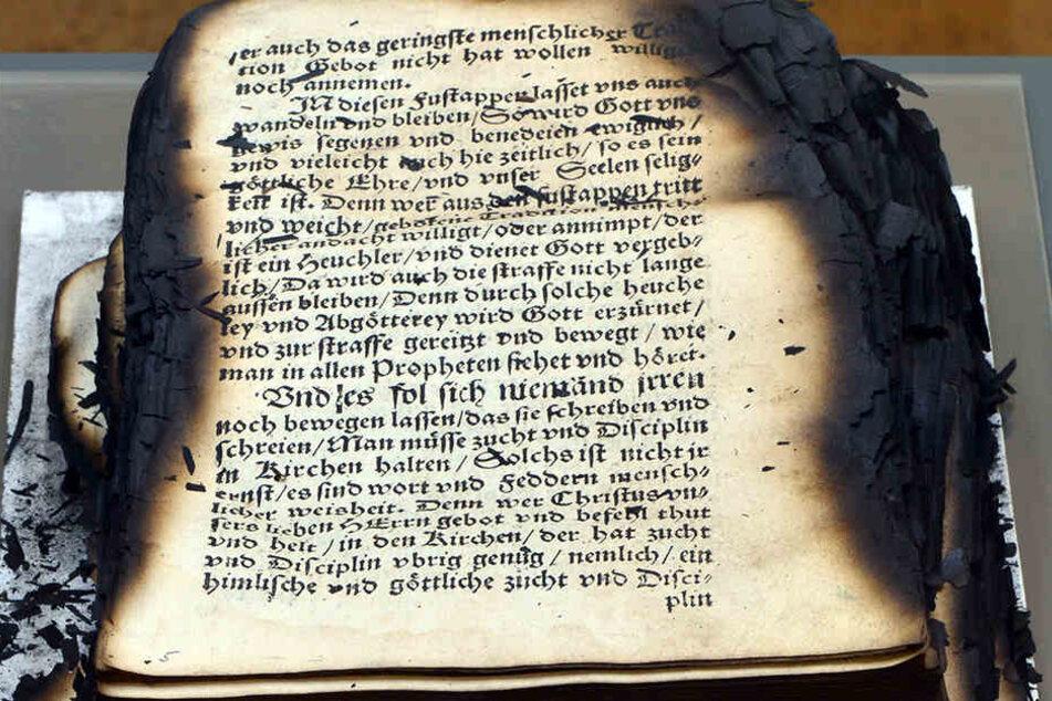 Über 50.000 Bücher wurden bei dem Brand zerstört, 118.000 wurden stark beschädigt und werden nach und nach restauriert.