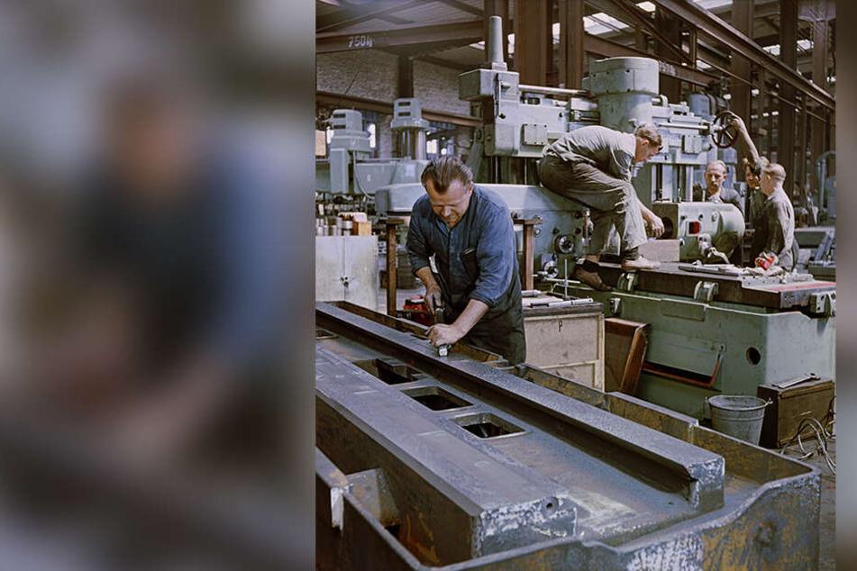 Montage einer Tischfräsmaschine im VEB Fritz Heckert.