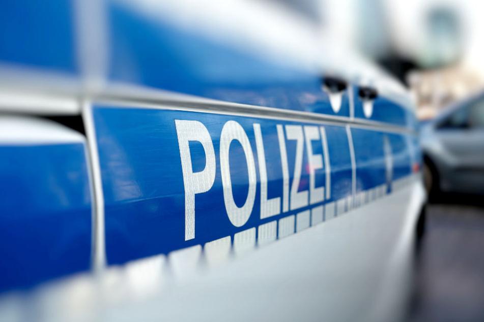 Die Polizei fahndet nach zwei Männern, die eine Frau in Rostock sexuell missbraucht haben sollen.