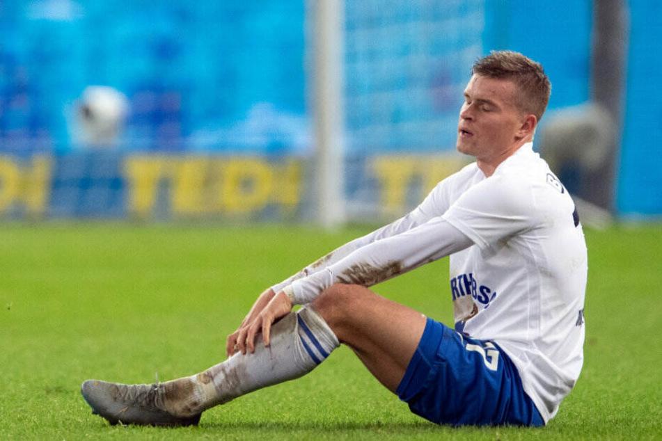 Maximilian Mittelstädt sitzt nach der Niederlage auf dem Boden.