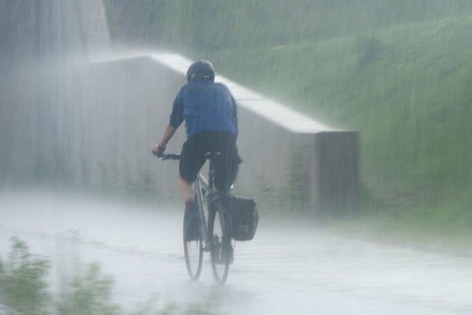 Ab Montag sollen zum Teil heftige Regenschauer über das Land ziehen.