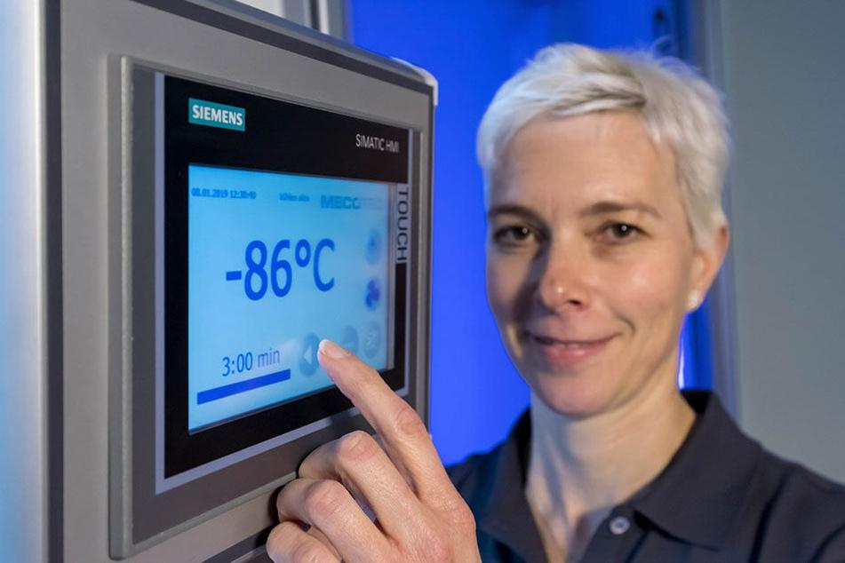 Hier steht's Blau auf Weiß: In der Kammer herrschen minus 86 Grad.