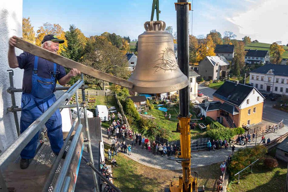 Die neuen Glocken wurden in Innsbruck gegossen und ersetzen drei Stahlgussglocken von 1956.
