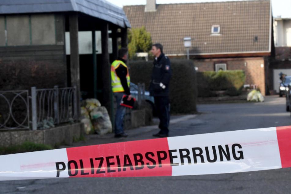 Ermittler haben den Tatort in Schönberg abgesperrt.
