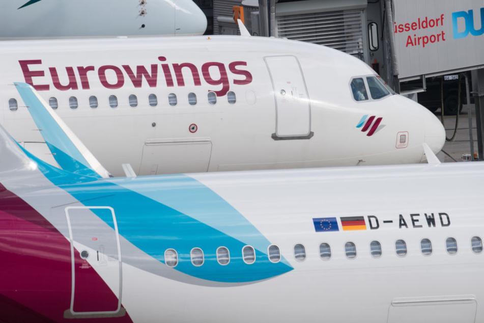 Im Tarifstreit mit Eurowings hat die Gewerkschaft Verdi das Kabinenpersonal am Düsseldorfer Flughafen zum Warnstreik aufgerufen.