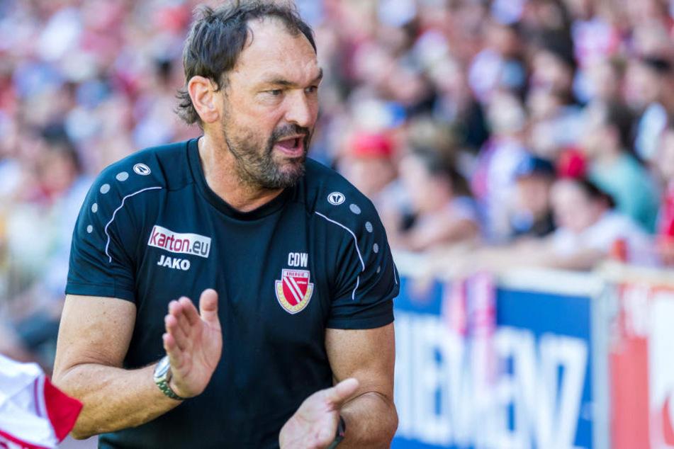 Claus-Dieter Wollitz bleibt mit seiner Mannschaft Tabellenführer.
