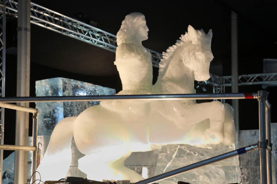 """Eine Hommage an Dresden: August der Starke hoch zu Ross in den """"Eiswelten""""."""