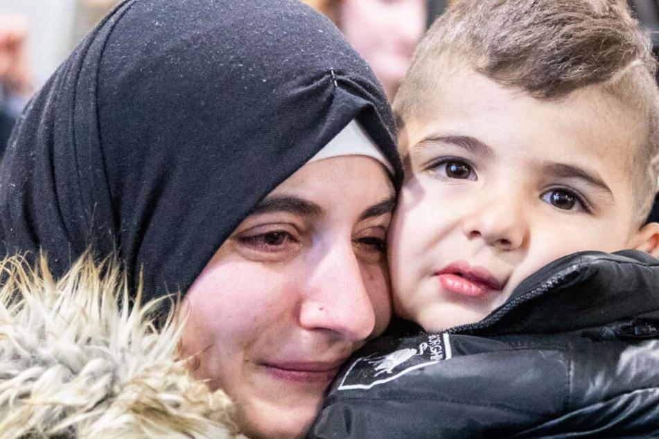 Die Mutter und ihr Sohn sahen sich nach 2 Jahren endlich wieder.