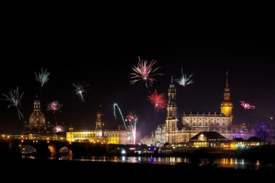 Obwohl es stark bewölkt sein wird, hofft man wie hier in Dresden auf den sich erhellenden Himmel.