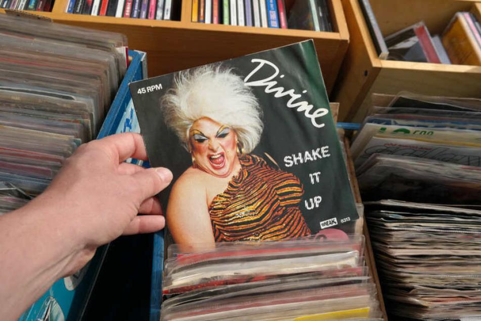 """Wegbereiter und feinstes Sample-Material für die House Music von heute: Eine Second-Hand-Vilny von Dance-Star Divine mit dem Titel """"Shake it up""""."""