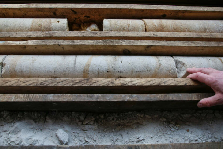 Brösel, brösel: Bohrkerne zeigen, wie porös der Fels im Inneren ist.