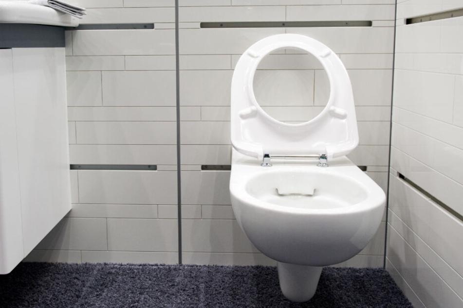 In der Damentoilette hatte die Frau eine Sturzgeburt. (Symbolbild)