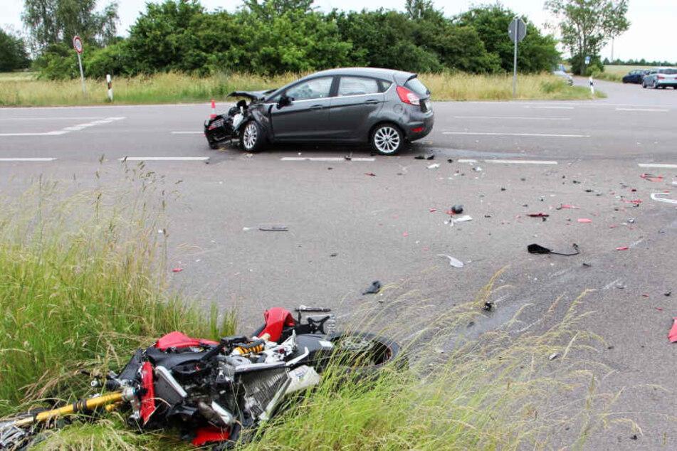 Der 88-jährige Ford-Fahrer übersah den Biker und erfasste das Motorrad.