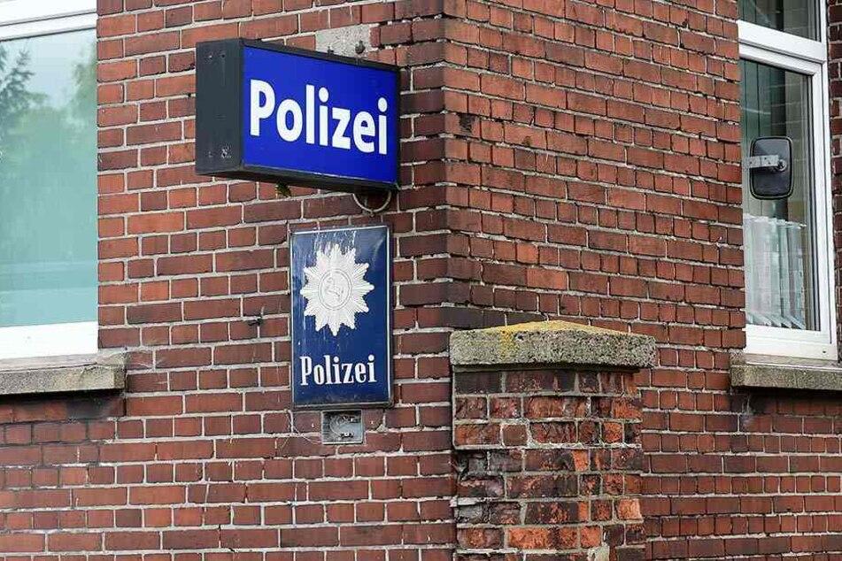 Der 31-Jährige flüchtete vor einem Schlagstock-Angreifer in ein Polizeirevier. Dabei hatte er selbst eine solche Waffe bei sich (Symbolbild).