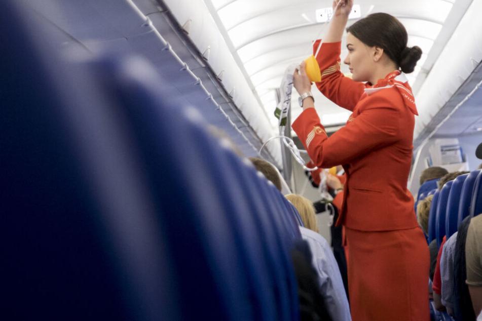 Sexuelle Belästigung statt Flugzeug-Idylle: So oft geht es Flugbegleitern an die Wäsche