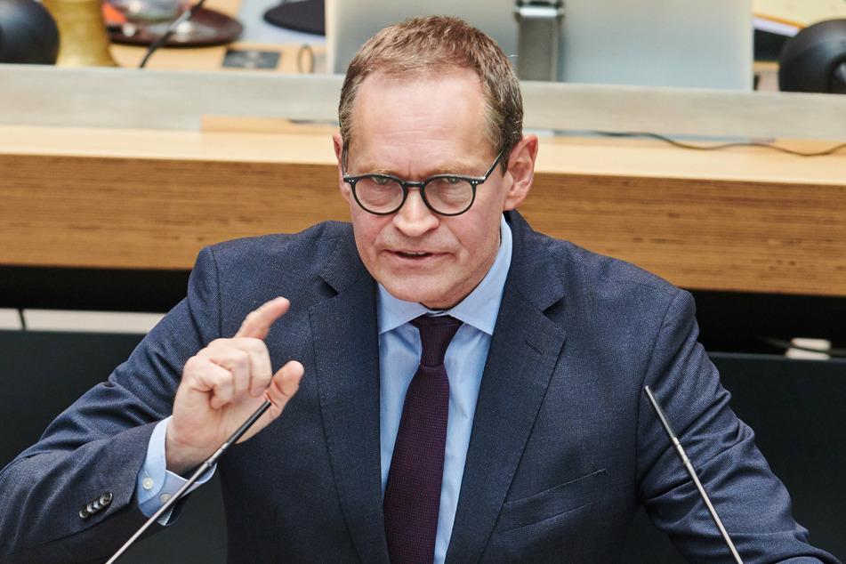 Michael Müller (SPD), Regierender Bürgermeister von Berlin, spricht in der Plenarsitzung im Berliner Abgeordnetenhaus.