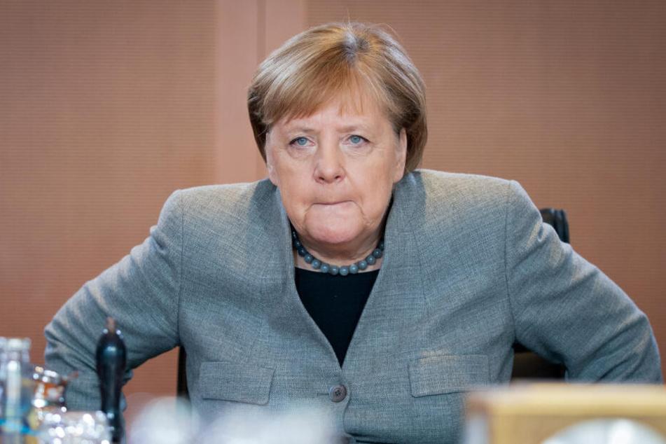Angela Merkel (CDU) hatte mehr als sechs Stunden mit den Bundesministern für Energie, Klimaschutz und Finanzen getagt.
