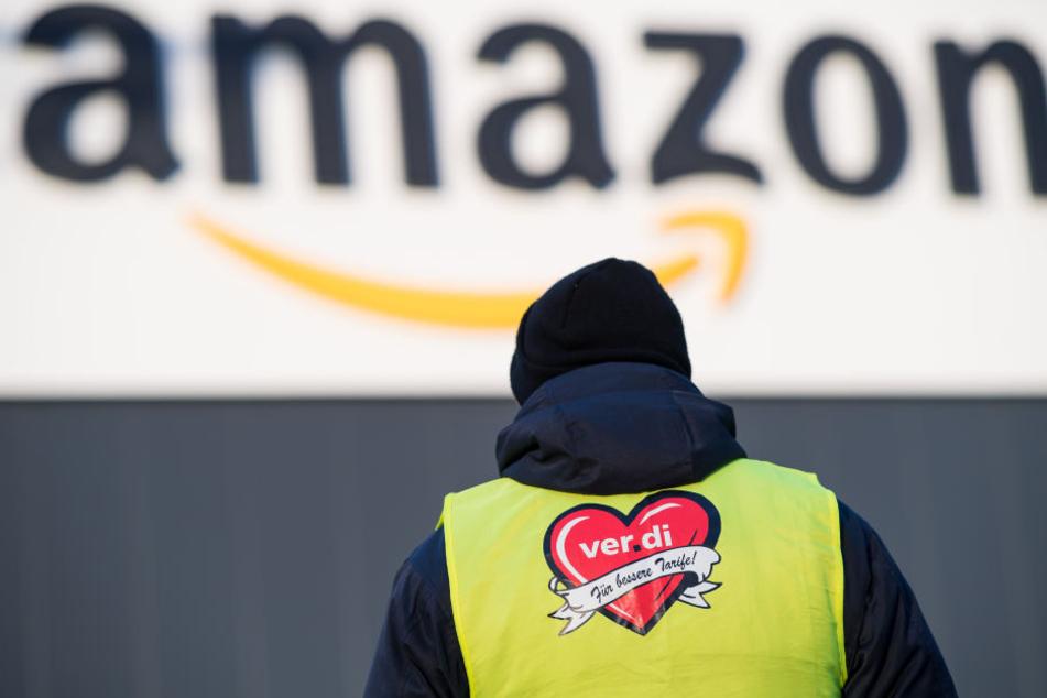 Ein Mitarbeiter von Amazon in Werne. (Archiv)