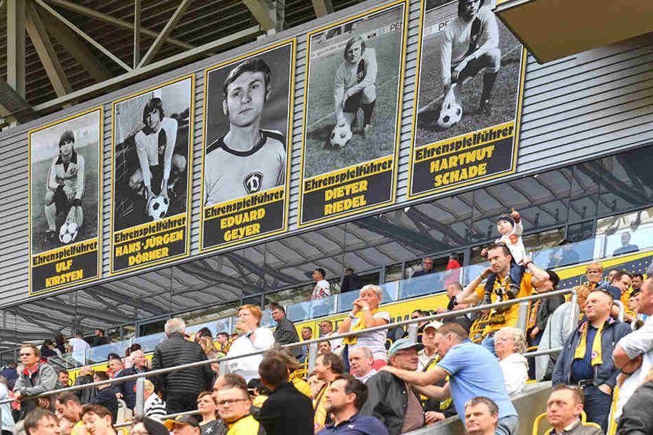 Auf der Ehrenspielführertafel der Schwarz-Gelben ist Eduard Geyer (Mitte) noch zu sehen. Wie lange noch?