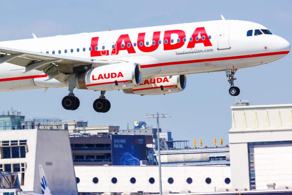 Familie ist rechtzeitig am Gate, darf aber nicht mitfliegen: Danach reagiert die Airline noch falscher!