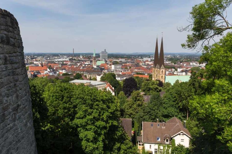 Ein Blick von der Sparrenburg über komplett Bielefeld.