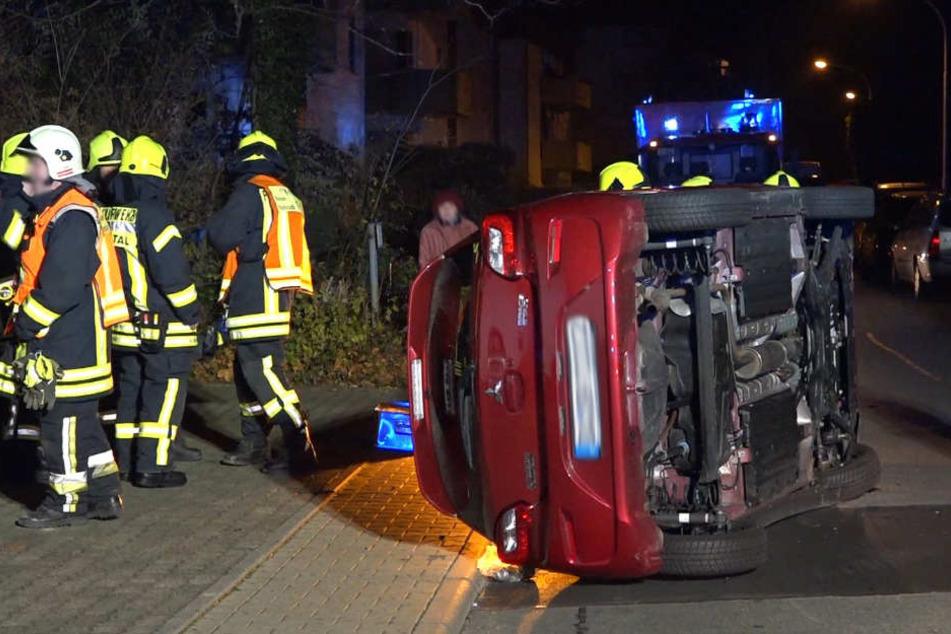 Am Ende überschlug sich das Auto der Unfallfahrerin.