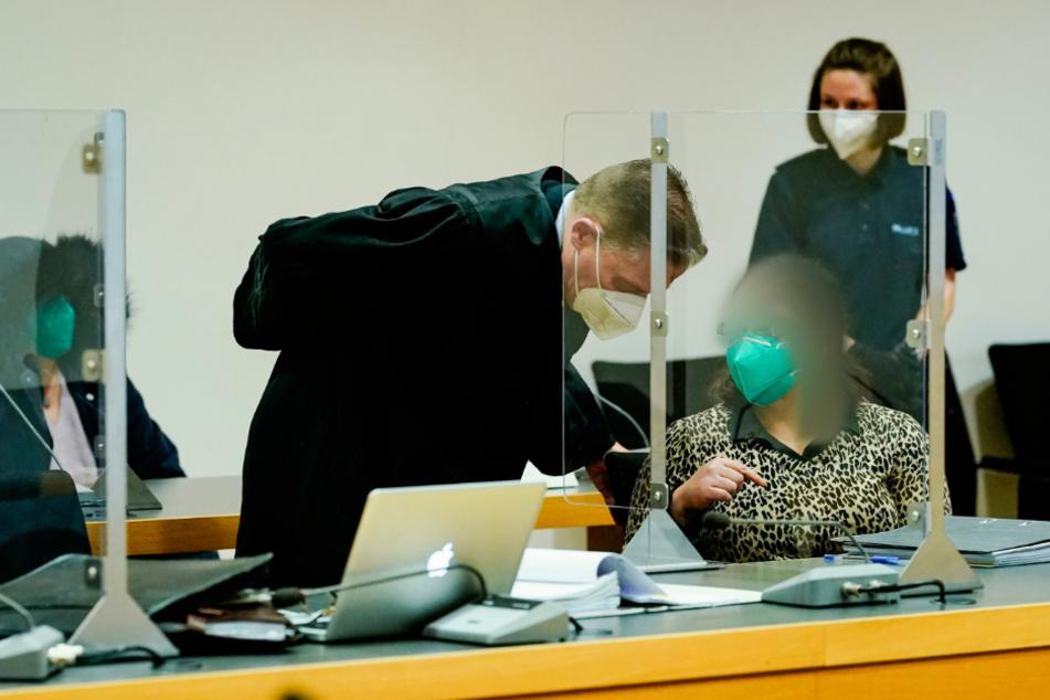 Pulsadern mit Kochfeldschaber aufgeschnitten: Frauen fechten nach versuchtem Mord an Ehemann das Urteil an