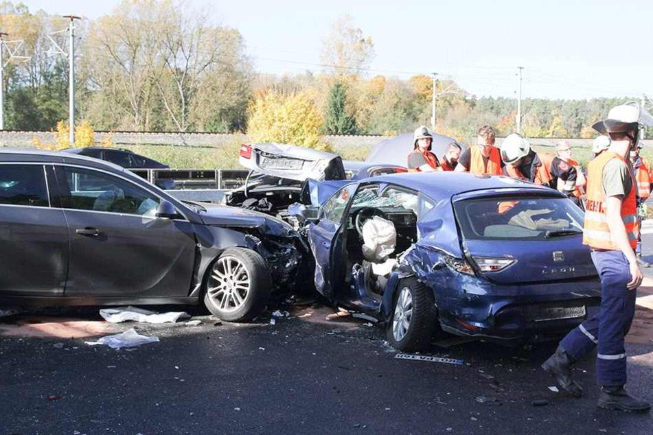 Zwei Personen wurden lebensgefährlich verletzt.