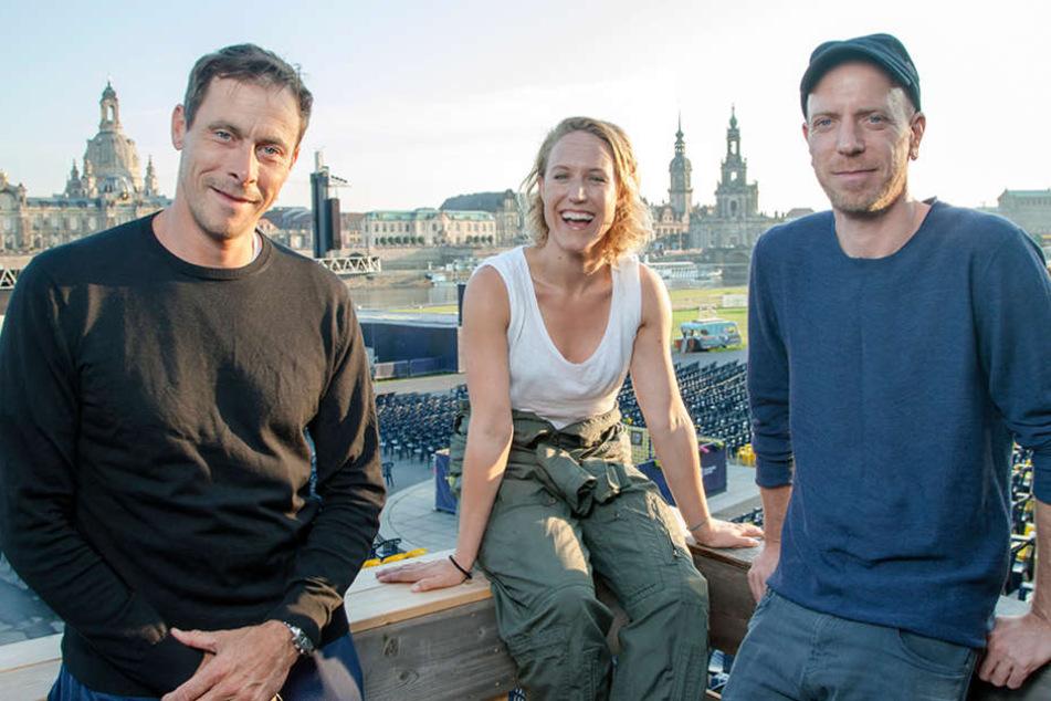 Bei der Premiere in Dresden: Marc Hosemann und Annika Meier mit Regisseur Arne Feldhusen (v.l.).