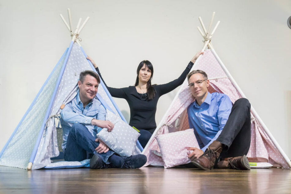 Spaß im Tipi: Stephan Stoppock (45, l.), Daniela Hartmann (38) und Ralf Renner (46) von der Firma My-Teepee.