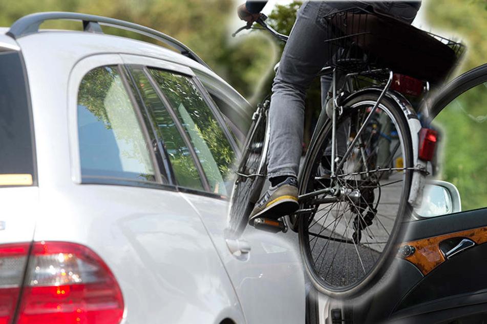 Fast ungebremst fuhr der Radfahrer in die offen stehende Tür des Pkw. (Symbolbild)