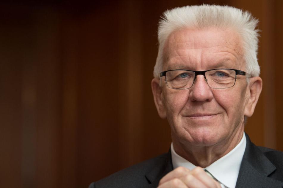 """Solange """"Verordnungen und Gesetze gelten, solange gelten sie"""", sagt Winfried Kretschmann."""