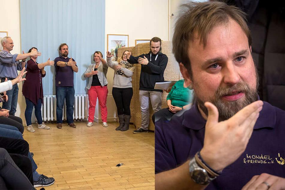 """Seine Hände drücken aus, was er sagen will: Michael Kritschil gründete gemeinsam mit seiner Frau den Gebärdenchor """"Monael & Friends"""". Zur ersten gemeinsamen Probe des Chores waren alle interessierten Chemnitzer, hörend oder gehörlos, eingeladen."""