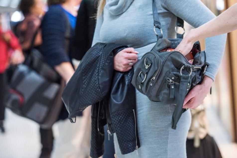 Taschen sollten immer geschlossen sein.