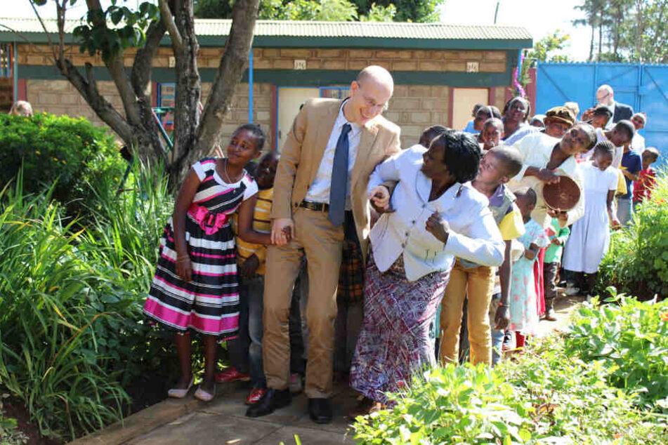 Zwei Jahre lang war der Vater zweier Söhne Botschafter in Kenia.