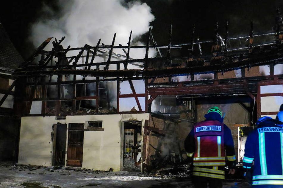 Das Gebäude wurde durch das Feuer völlig zerstört..