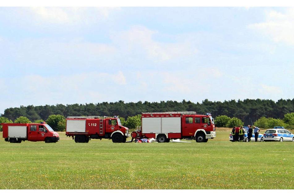 Die Rettungskräfte sichern die Unglücksstelle in Lüsse bei Bad Belzig.