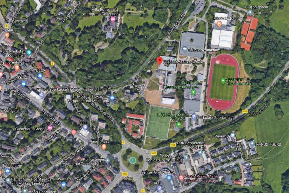 Wegen des Vorfalls kam es zu einem größeren Einsatz von Polizei und Rettungskräften an der Friedrich-Stoltze-Schule in Königstein (Taunus)