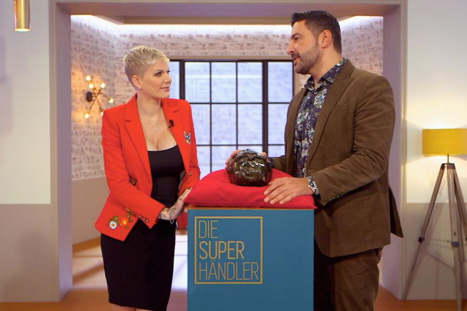 Vor dem Besuch des ersten Superhändler-Raumes war Melanie Müller (31) im Gespräch mit Moderator Sükrü Pehlivan (46) noch voller Euphorie.