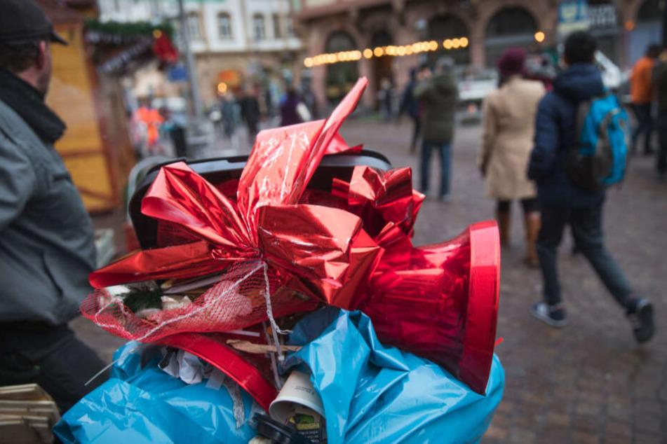 Vor allem auf den Weihnachtsmärkten fällt derzeit ganz besonders viel Müll an.