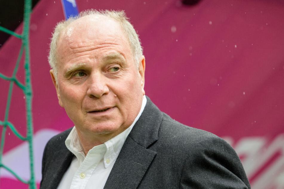 Uli Hoeneß (67) sagte vor etwa zwei Jahren, dass er hoffe, dass Red-Bull-Boss Dietrich Mateschitz in Leipzig ernst macht. Doch auch RB muss sich an die Financial-Fairplay-Regeln halten, wodurch keine Unsummen in den Klub gepumpt werden können.