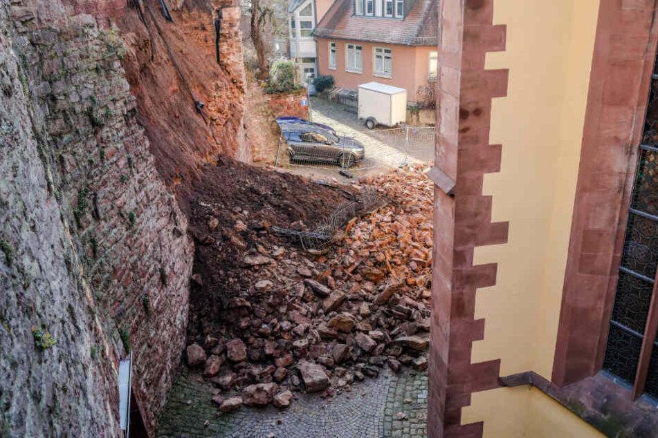 Rund 30 bis 40 Kubikmeter Schutt blieben von diesem Mauerabschnitt übrig.