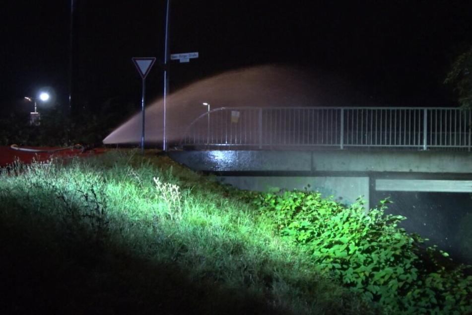 Brennende Gefahr! Phosphor-Granate unter Brücke abgelegt