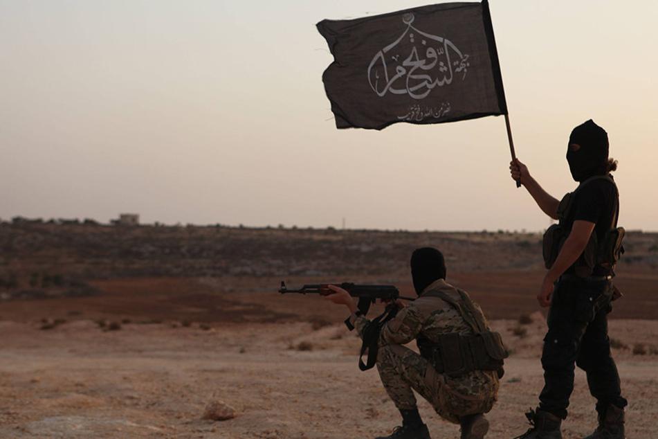 Bewaffnete Al-Nusra-Kämpfer halten nichts von einem Waffenstillstand in Syrien.
