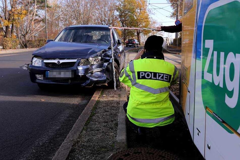 Linie 8 unterbrochen: Bahn kracht in Mazda