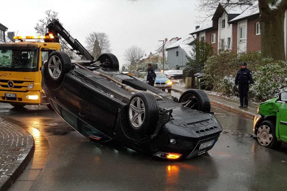 Wie der Wagen sich überschlagen konnte, ist noch unklar.